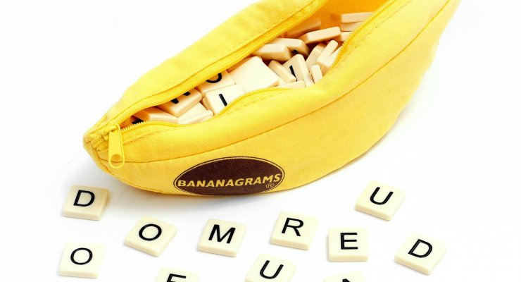 Bananagrames game review- photo of the Bananagrams game components.